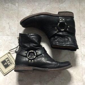 Frye women's Phillips harness boots short
